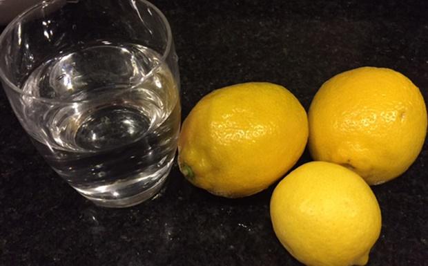 éhgyomor citrom víz étrenda