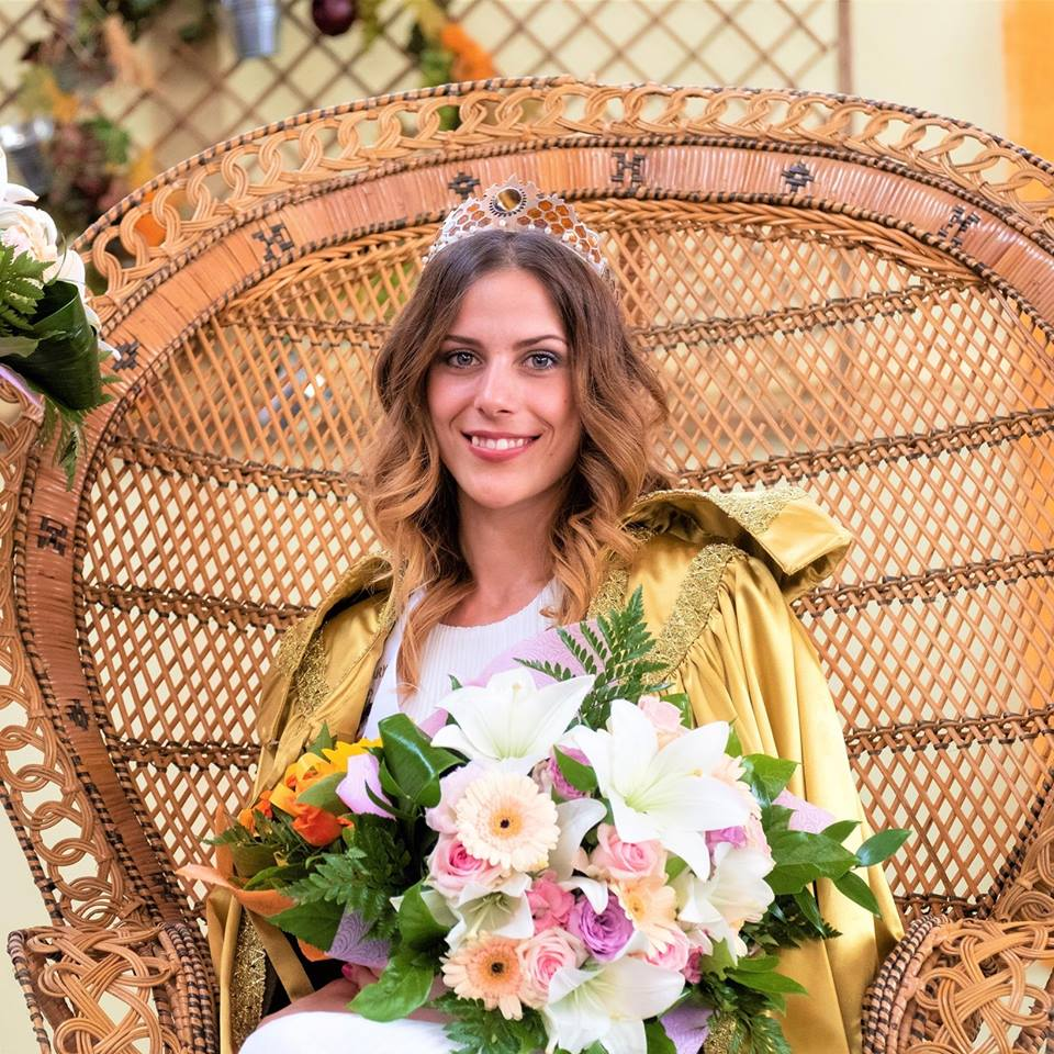 Ő az ország Mézkirálynője – Ez a gyönyörű magyar lány nyerte a címet ... 96450b7114