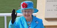 Ez fergeteges! Így tréfálta meg Erzsébet királynő az őt fel nem ismerő turistákat
