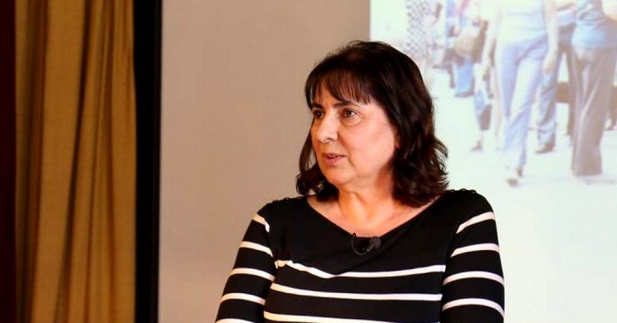 2186acf2e6 Sminkelni lehet, de a magassarkú tabu – Így élnek a magyar buszsofőrnők |  Femcafe