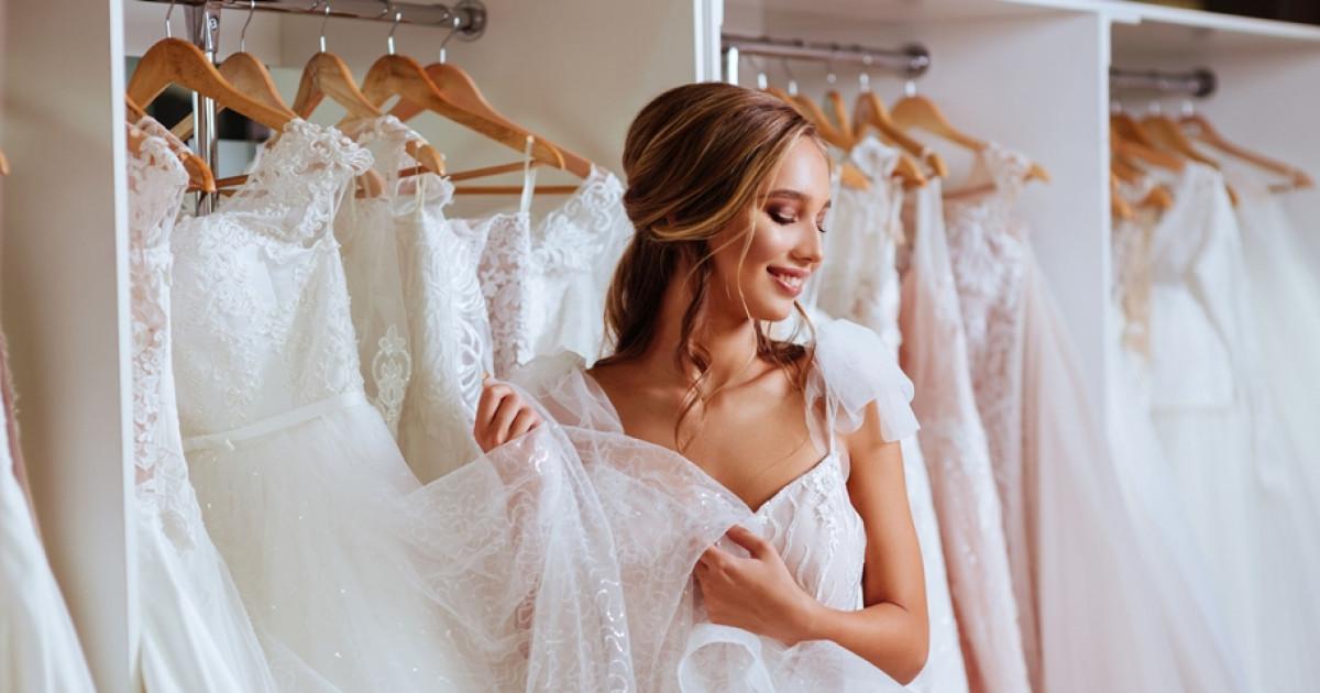 238c73dc4e Ezt akarta viselni az esküvőn: A kommentelők szétszedték a lányt ...