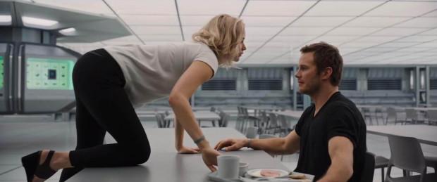 Az Utazók című filmben Jennifer Lawrence csak sokadjára tudta leforgatni intim jeleneteit Chris Pratt-tel, mert rosszul érezte magát, hogy egy házas férfivel kell szerelmeskednie.