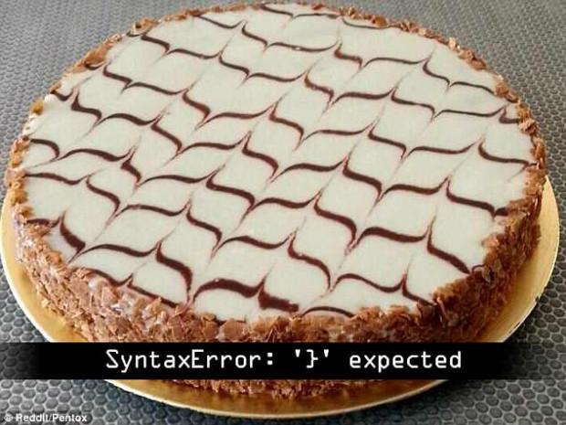 A Reddit felhasználók között alakult ki parázs vita arról, vajon merre mutatnak a torta mintái. Ha sokáig nézzük a képet, a nyilak mintha irányt váltanának. Szerinted merre mutatnak?
