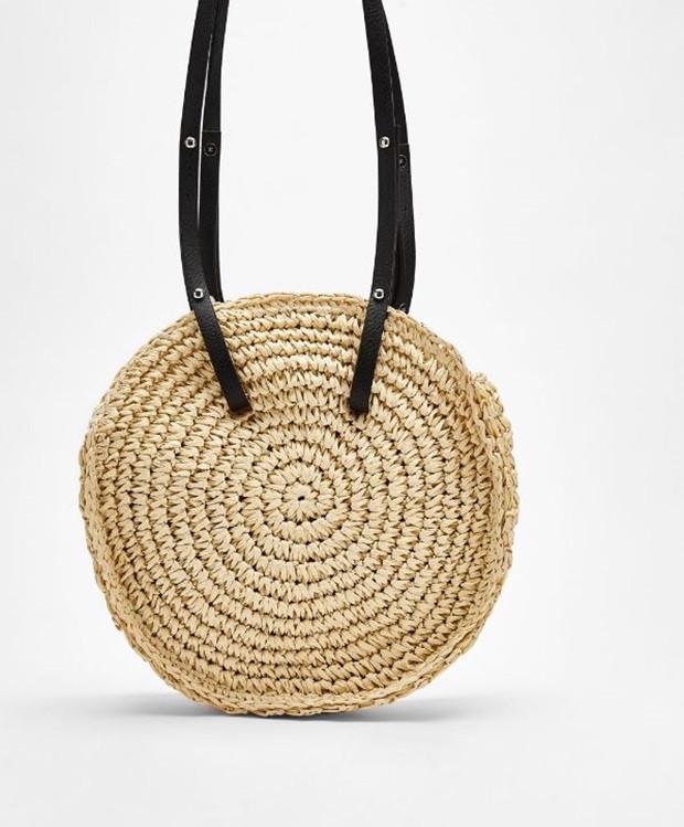 066da6da51 Természetesen a táskákat se kerüli el a régi-új trend, ha unod a nagy  pakolós táskákat, ...