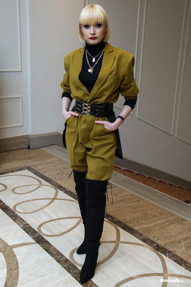 A meghívóban a dress code hölgyeknek földig érő ruhát írt elő. Azt  gondoljuk 060ffd56c7