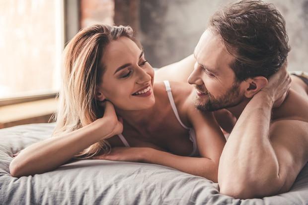A nemi szervek egészsége szempontjából is érdemes rászokni a pőreségre. Ruha nélkül ugyanis jobban szellőznek a genitáliák, a nőknek kevesebb az esélye a gombás fertőzésekre, a férfiak spermái pedig nem mennek tönkre a forró hőmérsékleten.