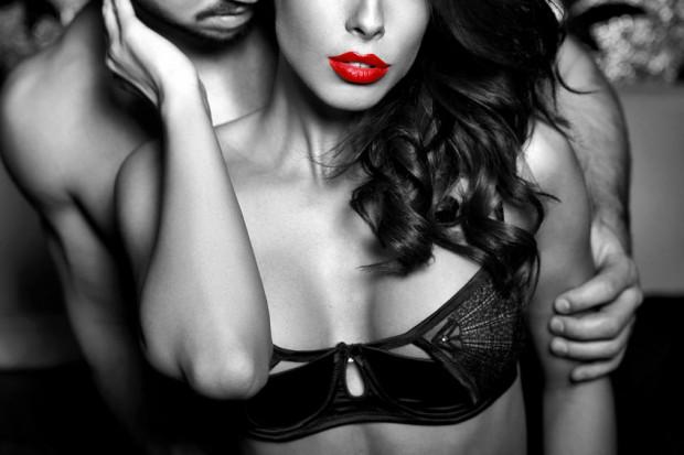 Erotikus álmok - Ezek az álmok önmagukért beszélnek. Ha egy olyan személlyel álmodjuk mindezt, akit egyébként nem kedvelünk és nem állunk vele közeli viszonyban, akkor valójában annak a hozzátartozójáról szól az álom.