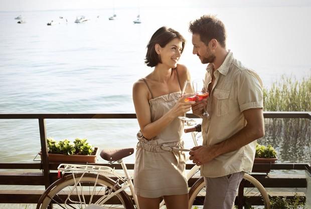 Elfelejtkezett a szerelmes gesztusokról – Még a legtávolságtartóbb férfi is szereti öleléssel, csókkal, simogatással jelezni, hogy odavan érted. Ha azt tapasztalod, hogy a párod egy ideje már leszokott ezekről, sürgősen beszélned kell vele.