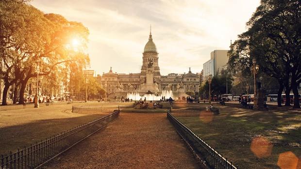 Energiabombáknak: Igazi duracell nyuszinak hívnak, akin csak két fokozat van: a bekapcs és a kikapcs. Buenos Airesben éjjel-nappal hatalmas a nyüzsgés, amibe te örömmel veted bele magad. Errefelé egy unalmas pillanatod nem lesz, ami igazi áldás számodra.