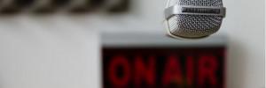 Váratlan döntés: mentőautóra cseréli a mikrofont a magyar műsorvezető