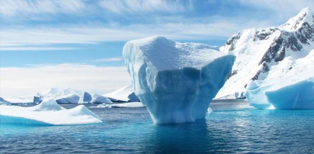 Nagy a baj: hatalmas jéghegy szakadt le az Antarktiszról - Videó