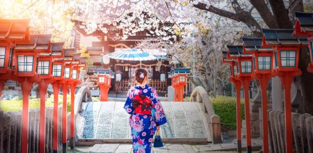 A japán nők eleganciája - mutatjuk, hogyan hordd tavasszal a kimonót