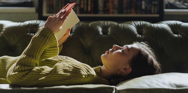10 olvasmány a könyvespolcra, amiket nem lehet letenni
