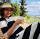 Annak ellenére, hogy sokszor van nagyon meleg, Dorka vidáman élvezi a nyarat a nagy pocakjával együtt.