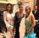 Megyeri Csilla elkapta egy képre az elképesztő ruhába bújt Medveczky Ilonát és Róka Adrienne-t.