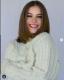 A gyönyörű modell egyáltalán nem hívta fel a figyelmet a változásra, egy őszi fotónak állította be a képet, amely vitathatatlanul az új frizuráról szól.