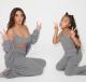 Kim Kardashian és Kanye West kislánya, North  Bár a sztárpáros már hivatalosan is külön vált, addig, amíg együtt voltak, mindig megbizonyosodtak arról, hogy gyermekeik a lehető legjobb ajándékokat kapják. Elsőszülött kislányuk, North a 2019-es év karácsonyára például Michael Jackson bőrdzsekijét kapta meg, melyet a szülők menedzsere vet meg egy aukción 18 millió forintért. Mindezt miért? Mert a kislány a karácsony előtti hetekben nagyon sokat hallgatta a poplegenda Jackson zenéjét…