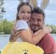 Victoria és David Beckham kislánya, Harper  Victoria és David már korán felismerték, hogy a kislányukat egyáltalán nem érdkelik a drága játékok – még akkor sem, ha azok éppen több millió forintot érnek vagy gyémánttal vannak kirakva. Művészetkedvelő kislányuknak nemrégiben például egy 160 millió forintos Damien Hirst-festményt vettek, melynek minden évben nő az értéke.
