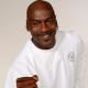 Michael Jordan   Bár a két méter magas világklasszis kosárlabdázó már vagy két évtizede visszavonult a profi ligától, a rajongók még mindig megőrülnek érte: talán nem is csoda, de 2020 júniusától 2021 júniusáig 5.3 millióan vallották, hogy MJ a legvonzóbb kopasz híresség.