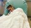 """Legfrissebb fotójából az derül ki, hogy az édesanyja ápolja. """"Mami vigyáz rád""""- ez áll a kórházi ágyban fekvő énekes Instagram posztja alatt."""