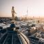 Berlinbe tavaly 33 millióturista utazott. A német főváros már 5 éve korlátozza az Airbnb lakások kiadását, valamint atömeget elterelendő,egy ingyenes alkalmazással csalogatják az utazókat Berlin rejtettebb részeibe.