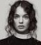 Monica Bellucci lánya fiatal kora ellenére már aDolce & Gabbana arcaként is bizonyított. Modellként csillogó jövő előtt áll, kérdés, a filmezésbe is beleveti-e magát.