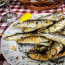 A horvátok egyik igen kedvelt eledele a girice, ami nem más, mint egy apró hal, pontosabban szardellafajta, amit sós és pirospaprikás lisztbe forgatnak, majd kisütve, citrommal kínálnak.