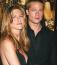 A negyedik házassági évfordulójukon azonban valami megváltozott: Brad Pitt már családot szeretett volna alapítani, de Jen habozott. A kapcsolatukban ez törést okozott, így a Mr. és Mrs. Smith 2005-ös forgatásán épp szingli Jolie le is csapott Hollywood legszexisebb sztárjára.