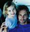 Íme a sármos színész és a gyönyörű szőke kislány. Ez a fotó az elmúlt hat évben világhírű lett. A színész halála óta rendszeresen megjelenik a sajtóban, csak úgy, mint az azóta felnőtt Meadow.
