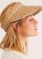 Afélig kalap és félig sapka igazán elegáns hatást kölcsönözhet, ha viselője jól kombinálja. Egyszerre védhetiszemünket a tűző napsütéstől és divatossá teheti szettünket. Hát nem eszméletlen?