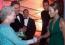 Jennifer Lopez azon szerencsés hírességek közé tartozik, akik megismerkedhettek II. Erzsébet királynővel. A híres énekes eléggé meg volt szeppenve, ami nem csoda!