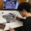 Íme a módszer: az eredeti tárgy, a nagyított képe, pár hegyes ceruza és türelem....