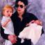 Jackson és a gyerekek. Köztudott volt, hogy a Pop koronázott királya imádja a gyermekeit. Életében mindent meg is tett, hogy biztosítva legyen a jövőjük A kis Michael Joseph Jacskon, vagy ahogy mindenki nevezi, Prince, élvezi is, nagykanállal...