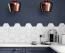 KONYHA - Mostanság nagyon divatosak a színes konyhák, az olyan alap árnyalatok, mint a fehér, bézs, szürke vagy fekete kezdenek kikopni a trendekből. A citromsárga mellett a sötétkék is modern opciónak számít, amit bútor formájában vihetünk a helyiségbe.