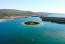 Krk szigetének déli partján fekszik a Kelet-Adria egyik legrégebbi és legjobban felszerelt turisztikai kikötője, Punat. A településtől mindössze 750 méternyire apró sziget emelkedik ki az öbölből, amit kizárólag kis hajókkal és bárkákkal lehet megközelíteni. Košljun szigetét két óra alatt gyalog körbe lehet járni, miközben láthatod a ferences kolostort, a múzeumot, a zoológiai gyűjteményt és a könyvtár gazdag történelmi-kulturális hagyatékát. Ha Krken jársz, ki ne hagyd a Biserujka cseppkőbarlangot se hagydki!