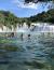 Skradin és Sibenik között, a gyönyörű vízeséseket felvonultató Krka-folyó mentén húzódik a Krka Nemzeti Park, amely számos látnivalóját a jól kialakított túraútvonalakon, a Skradini hídtól induló és a Skradinski buk vízesésig nyúló 3 kilométer hosszú kerékpárúton vagy szervezett hajótúrákon keresheted fel.