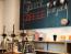 Az oregoni Portlandben jó kis kávétúrákat tehetsz. A városban ugyanis 876 kávézó, 152 Starbucks és mintegy 60 olyan hely van, ahol kávét pörkölnek. Hogy miért? A hírhedten esős városban a helyiek szerint nincs jobb, mint egy forró kávé.