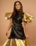Radics Gigi  Igazi dívaként öltözködik, akár egy amerikai szupersztár, extavagáns, különc szetteket visel a megjelenések alkalmával.
