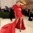Karlie Kloss Carolina Herrera ruhában a 2021-es MET-gálán