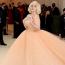 BillieEilish Oscar de la Renta ruhábana 2021-es MET-gálán