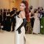 Gigi Hadid Prada ruhában a 2021-es MET-gálán