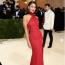 Eiza Gonzalez Atelier Versace ruhában a 2021-es MET-gálán