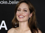 Angelina Jolie randizni kezdett