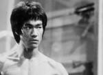 Kamaszlány csavarta el Bruce Lee fejét