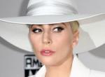 Valami nagyon nem stimmel Lady Gaga legújabb szelfijével