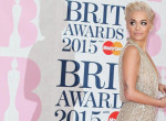 Ilyen, amikor Rita Ora egy luxusjachton szexizik