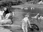 Emlékeztek még? A múlt században ilyen volt a gondtalan, falusi gyermekkor - Fotók