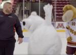 Betegre kacagod magad rajta: egy medve, aki képtelen megállni a jégen