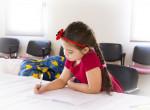 Ha görbén ül a gyerek – Erre figyelj szülőként, hogy elkerüljétek a gerincferdülést