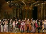 Kigyulladt a budapesti Operaház teteje